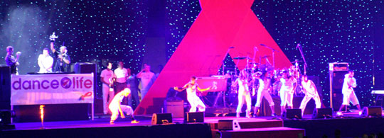 DJ Tiësto draait op Dance4life event